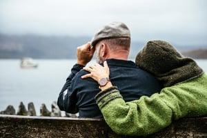 couple-sits-in-british-rain_925x