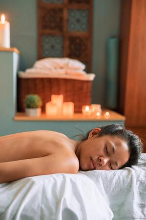 female-relaxing-at-spa_925x