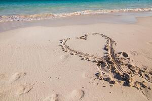 heart-in-the-sand_925x