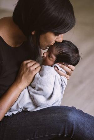 mother-kissing-newborn_925x