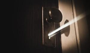 mysterious-keyhole-light