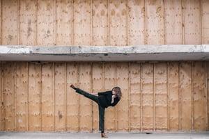 woman-kicking_925x