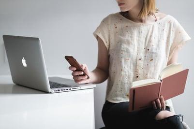 woman-multitasking_925x